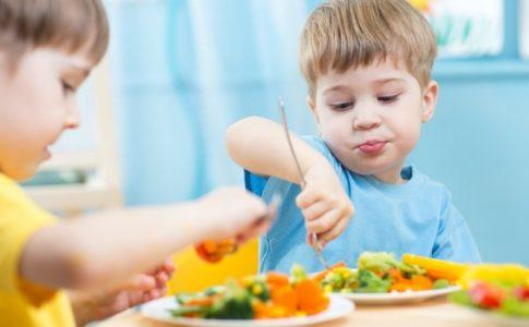 Les enfants devraient consommer des aliments contenant du sucre le plus tard possible © Oksana Kuzmina/Shutterstock Web use only